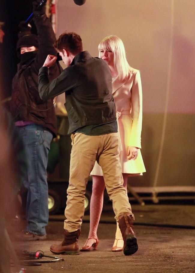 Andrew Garfield et Emma Stone sur le tournage du nouveau Spiderman à New-York le 3 mars 2013