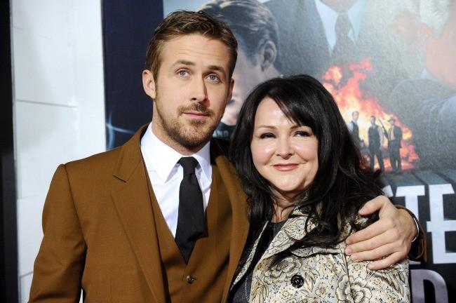 Ryan Gosling et sa mère Donna le 7 janvier 2013 à Los Angeles
