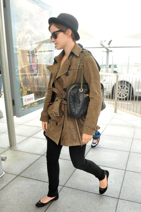 Emma Watson arrive à l'aéroport d'Heathrow, à Londres....