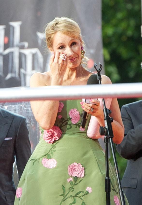 L'émotion submerge aussi JK Rowling ...
