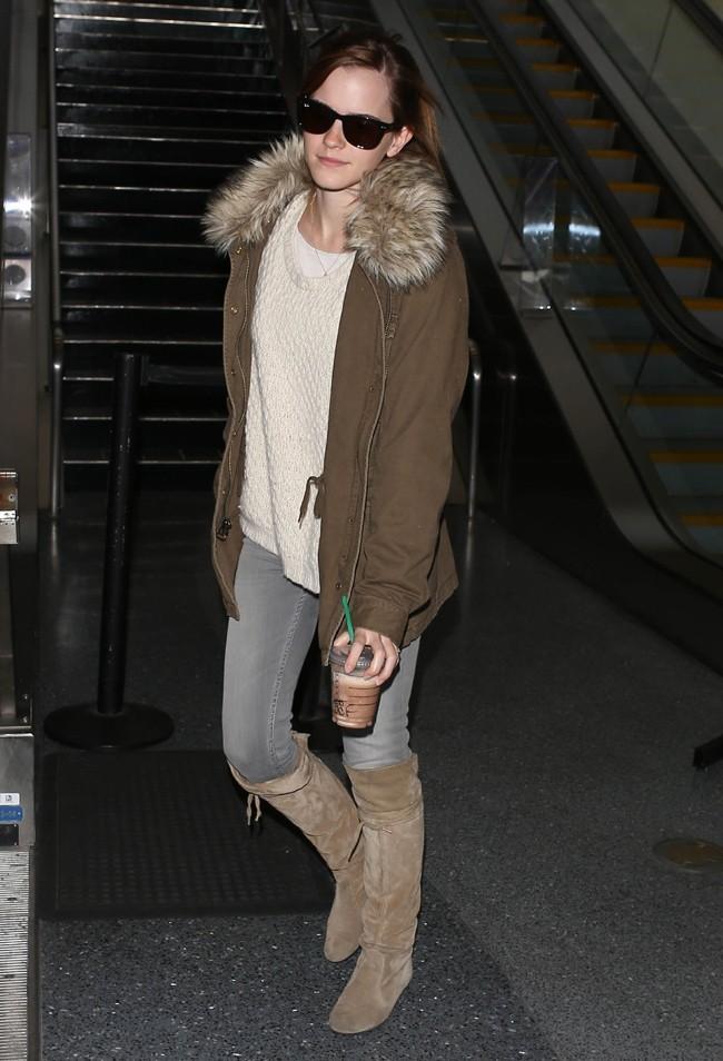 Emma Watson à son arrivée à l'aéroport de Los Angeles le 12 avril 2013