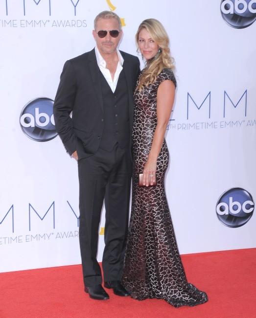 Alec Baldwin et Hilaria Lynn Thoma lors des Emmy Awards à Los Angeles, le 23 septembre 2012.