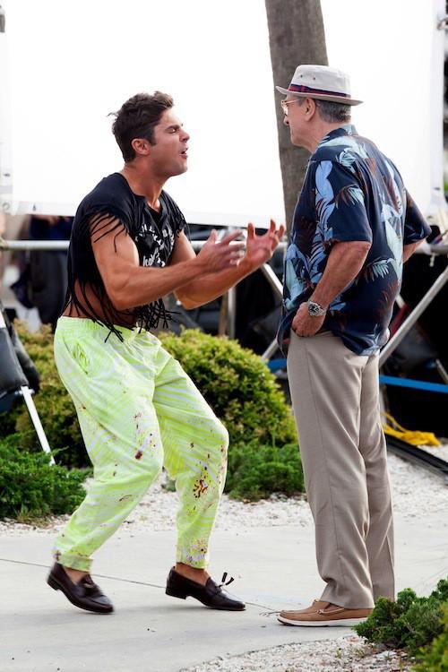 "Photos : en costume de folie, Zac Efron se la joue ""hakuna matata"" face à Robert De Niro !"