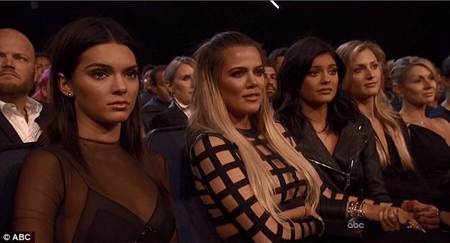 Kendall, Khloe et Kylie durant la cérémonie le 15 juillet 2015