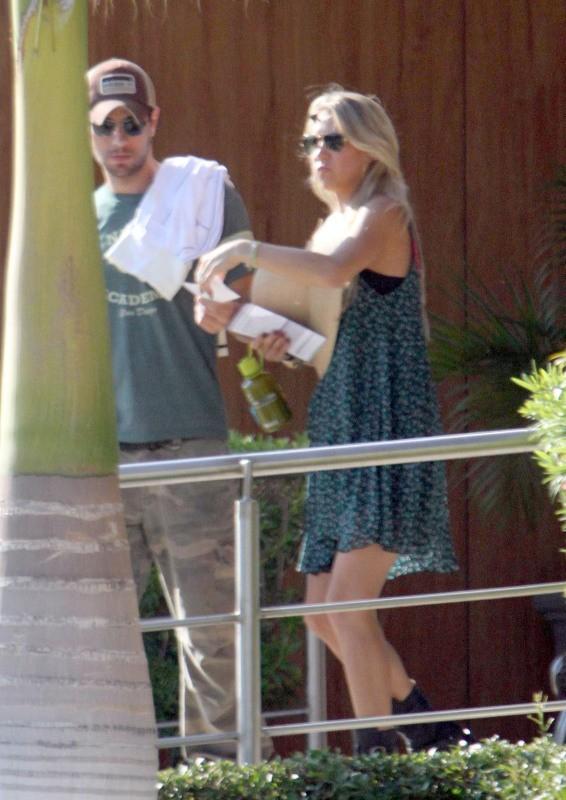 Enrique Iglesias et Anna Kournikova en vacances à Cabo San Lucas, le 5 novembre 2012.