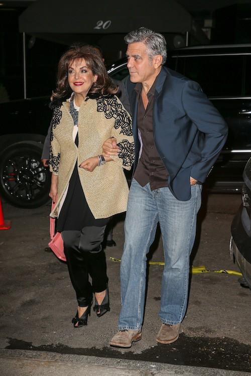 Photos : entre Amal et sa mère, George Clooney ne sait plus où donner de la tête !