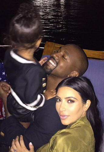 """Photos : entre """"family love"""" et baby bump, Kim Kardashian respire le bonheur !"""
