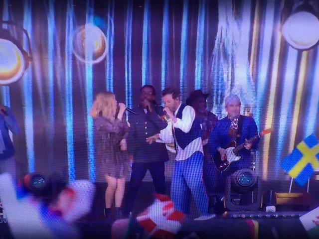 Photos : Euro 2016 : Christophe Maé et Louane font le show d'ouverture à la Tour Eiffel !