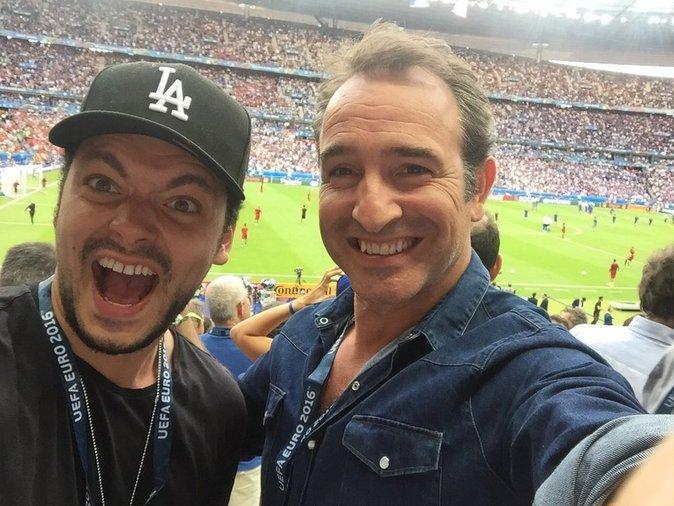 Kev Adams et Jean Dujardin, toujours là pour les Bleus