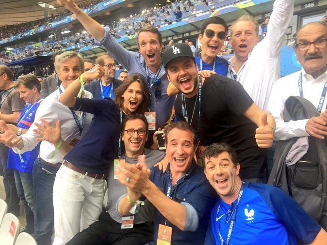 Kev Adams, Stephane Plaza, Cristina Cordula et pleins d'autres stars étaient présentes pour soutenir l'équipe de France