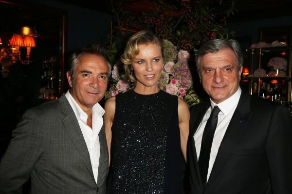 Claude Martinez, Eva Herzigova et Sidney Toledano lors du cocktail Dior à Paris, le 24 octobre 2012.