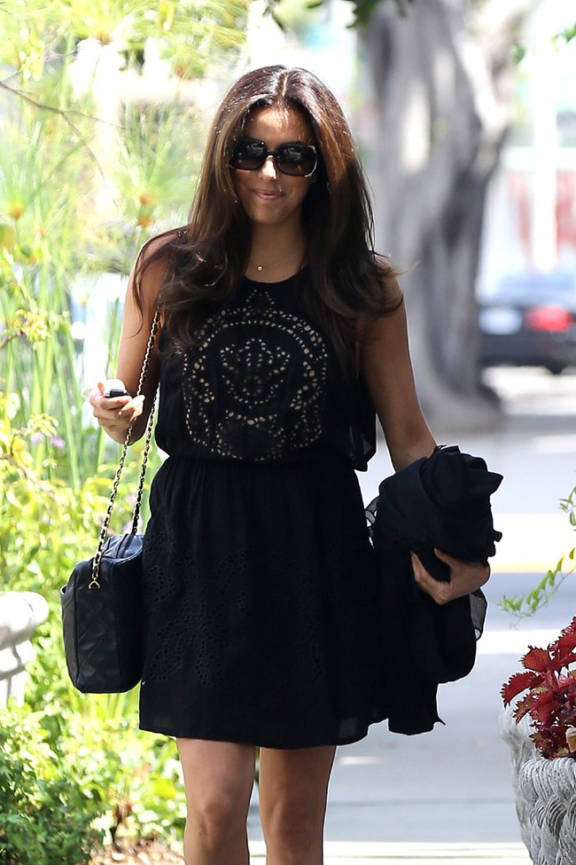 Eva Longoria à la sortie du salon de Ken Paves à West Hollywood le 26 juillet 2013