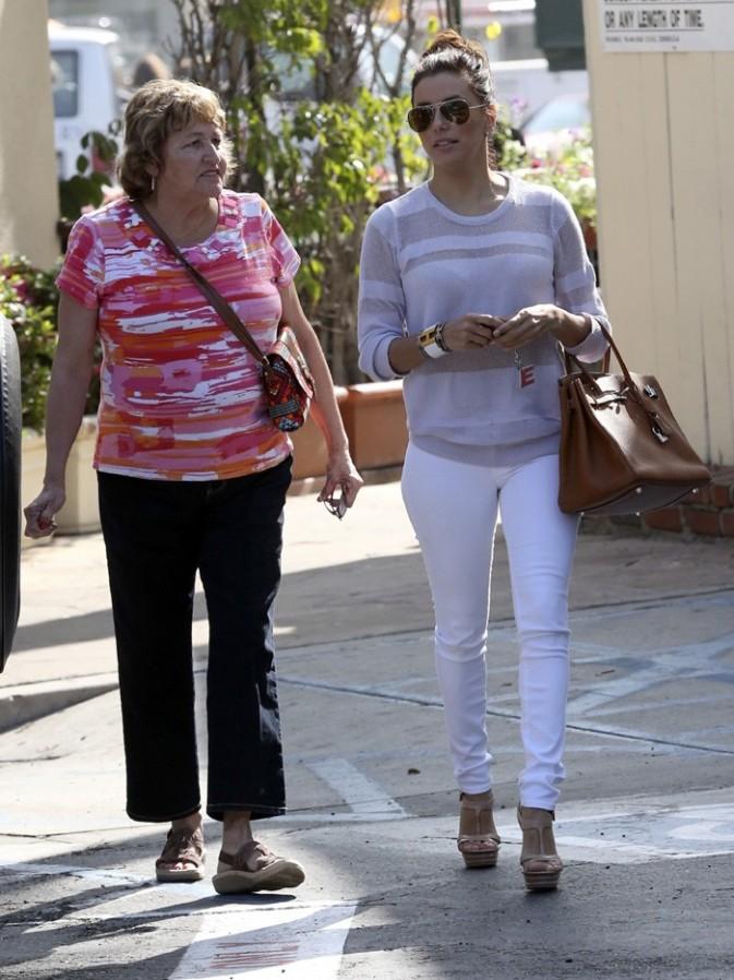 Eva Longoria avec sa maman Ella pour fêter son 38 ème anniversaire à Beverly Hills le 15 mars 2013
