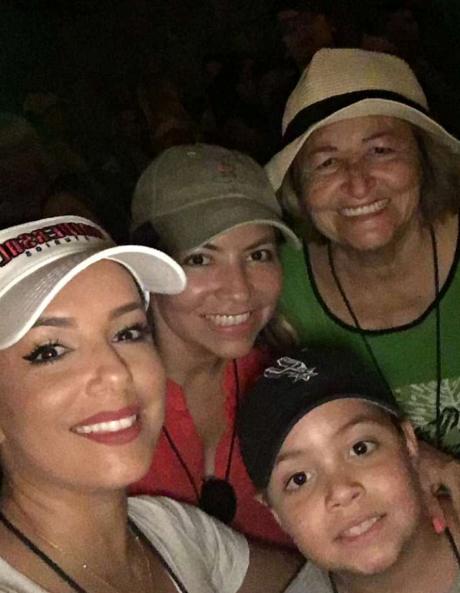 Eva Longoria s'est éclatée avec toute sa famille à Universal Studios