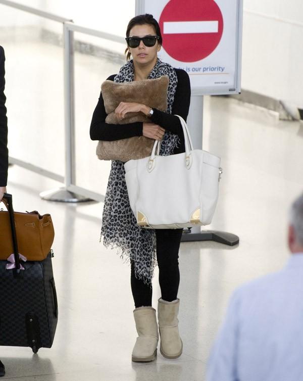 Eva Longoria à l'aéroport de Newyark le 19 septembre 2012
