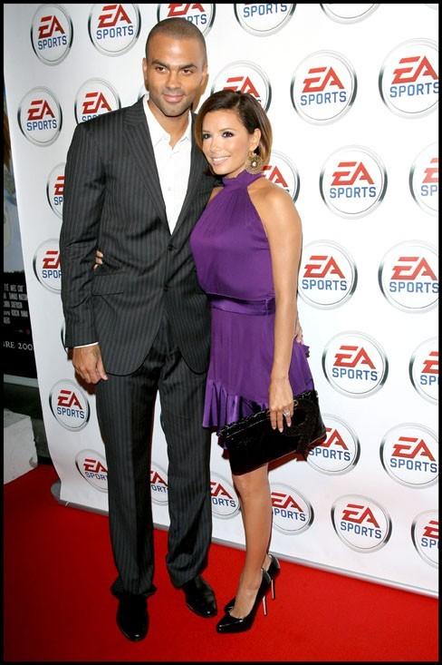 """Eva Longoria et Tony Parker lors de la première du documentaire """"9"""" au Drugstore Publicis aux Champs Elysées, le 9 septembre 2008."""