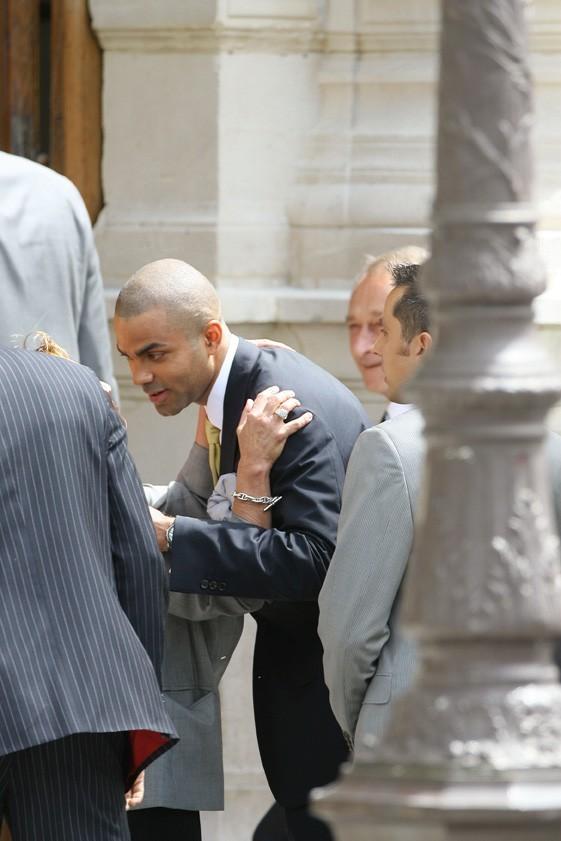 Tony Parker arrivant à la mairie du 4e arrondissement de Paris pour son mariage civile avec Eva Longoria, le 6 juillet 2007.