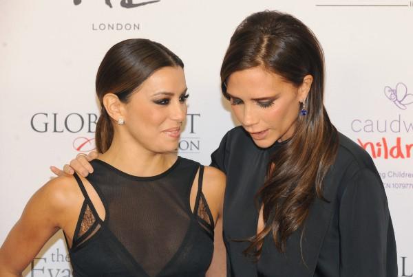 Eva Longoria et Victoria Beckham lors du Global Gift Gala à Londres, le 19 novembre 2013.