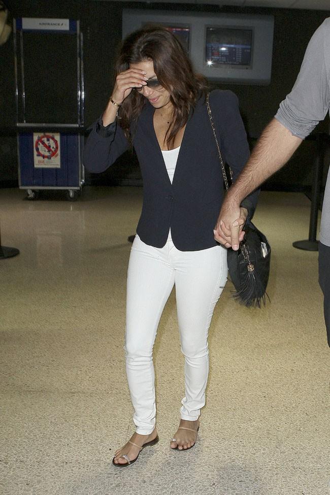 Eva Longoria et Ernesto Arguello à leur arrivée à l'aéroport de Los Angeles le 9 juillet 2013
