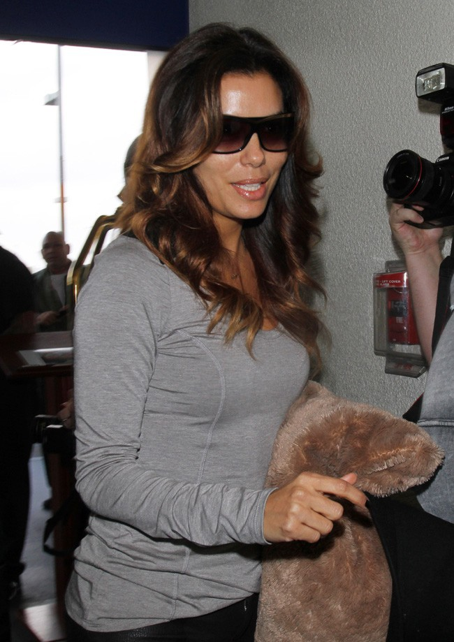 Eva Longoria à l'aéroport de Los Angeles le 3 décembre 2013