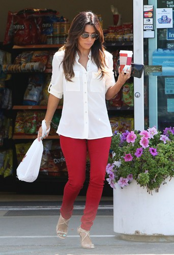 Eva Longoria achetant un café dans une station-service à Hollywood, le 13 août 2014.