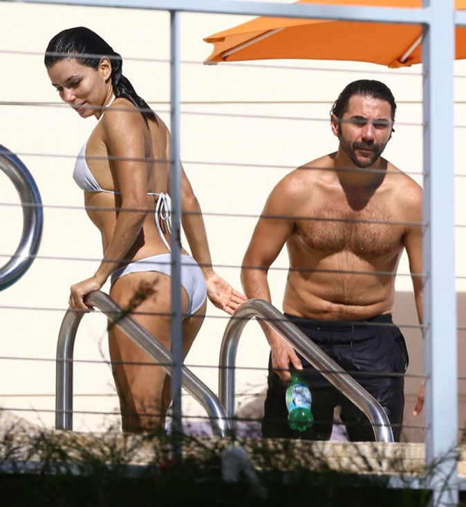 Photos : Eva Longoria : so sexy en bikini à Miami, session farniente avec son boyfriend !