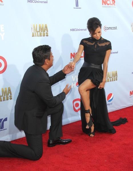 Eva Longoria et George Lopez lors de la cérémonie des ALMA Awards à Pasadena, le 16 septembre 2012.