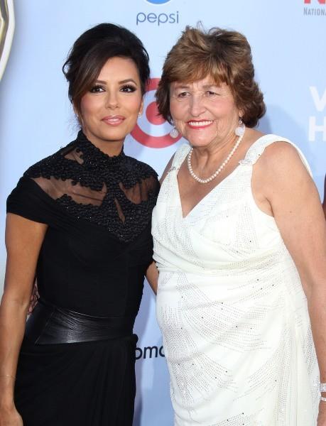 Eva Longoria et sa maman lors de la cérémonie des ALMA Awards à Pasadena, le 16 septembre 2012.