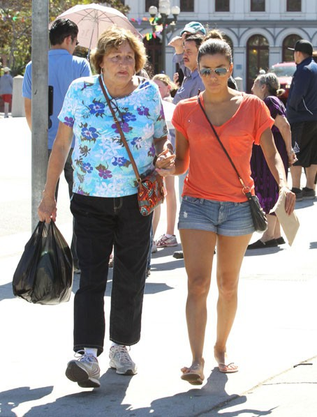 Eva Longoria avec sa maman à Los Angeles le 28 septembre 2013