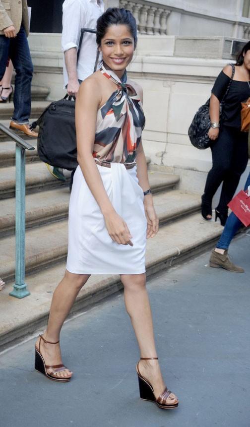 Freida Pinto  lors du défilé Resort 2012 du créateur italien Slavatore Ferragamo à New York, le 28 juin 2011.
