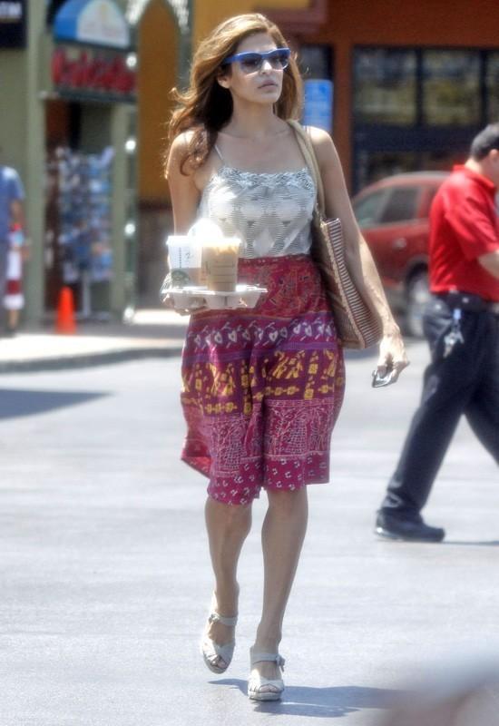 Eva Mendes dans les rues de Studio City