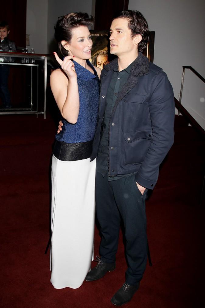 """Evangeline Lilly et Orlando Bloom lors de la première du film """"The Hobbit : La Désolation de Smaug"""" à New York, le 11 décembre 2013."""