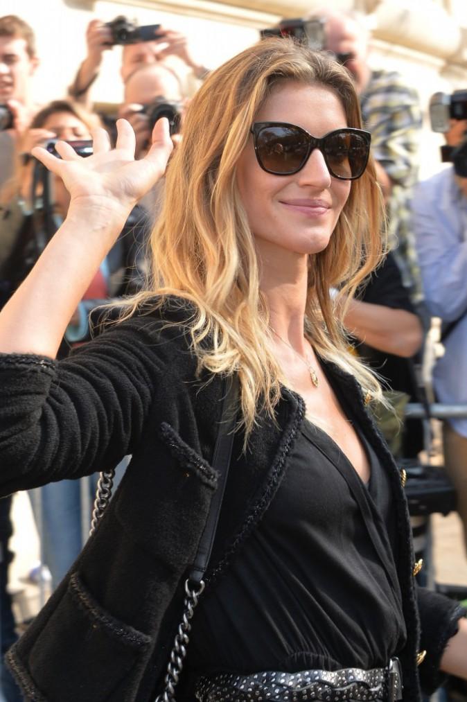 Gisele Bündchen quitte le défilé Chanel le 30 septembre 2014