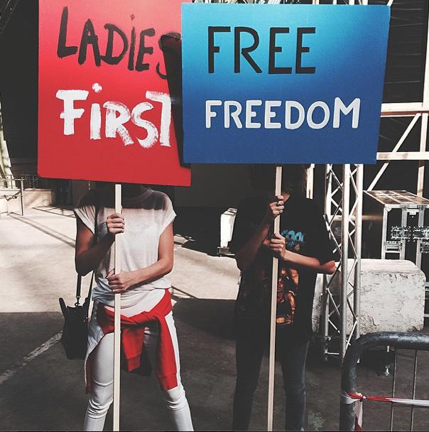 Kendall Jenner et Cara Delevingne pour le défilé Chanel le 30 septembre 2014