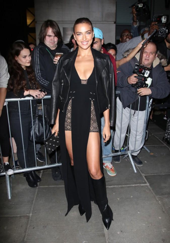 Photos : Fashion Week de Londres : Irina Shayk (presque) nue pour Donatella Versace !