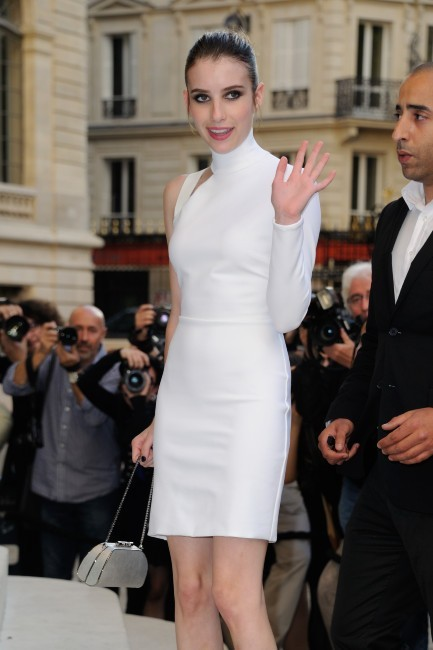 Emma Roberts lors du défilé Versace à Paris, le 30 juin 2013.