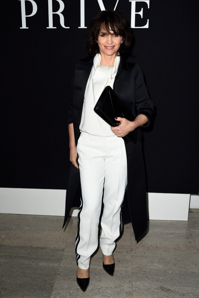 Photos : Fashion Week Haute Couture : Juliette Binoche élégante face à Robin Wright amoureuse chez Armani !
