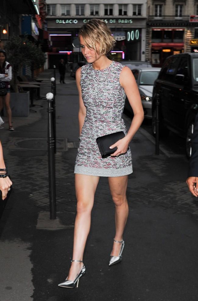 Elsa Pataky et Jennifer Lawrence à leur arrivée à l'after-party Dior organisée à Paris le 7 juillet 2014