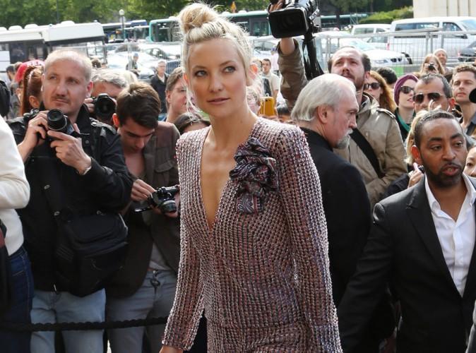 Fashion Week HC : Kate Hudson : mi-rétro, mi-bohème, elle dévoile ses dessous pour mettre tout Paris à ses pieds !