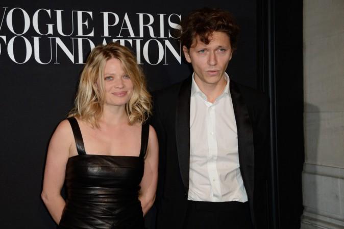 Fashion Week HC : Mélanie Thierry : pétillante aux côtés de Raphael !