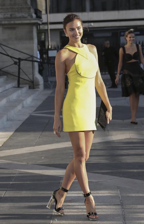 Irina Shayk au défilé Haute Couture automne-hiver 2015-2016 Versace, à Paris le 5 juillet 2015