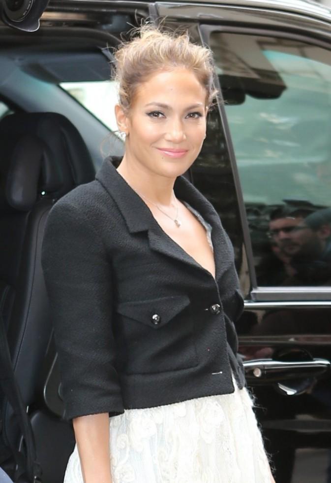 Jennifer Lopez se rendant au défilé Chanel à Paris, le 2 octobre 2012.