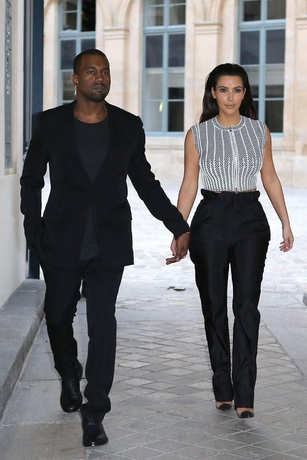 Kanye West et Kim Kardashian au défilé haute couture Givenchy à Paris le 3 juillet 2012