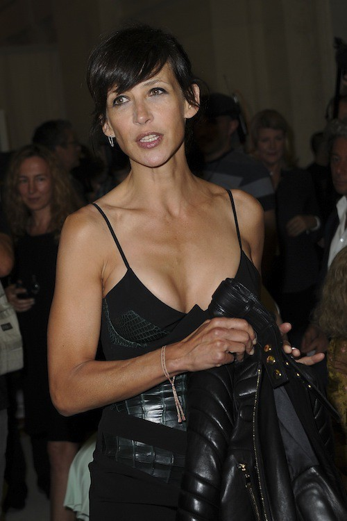 Photos : Fashion Week : Sophie Marceau radieuse, elle dégaine LE décolleté !