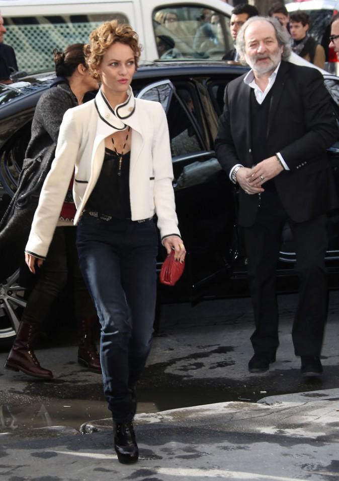 Vanessa Paradis arrive au défilé Chanel à Paris, le 4 mars 2014.