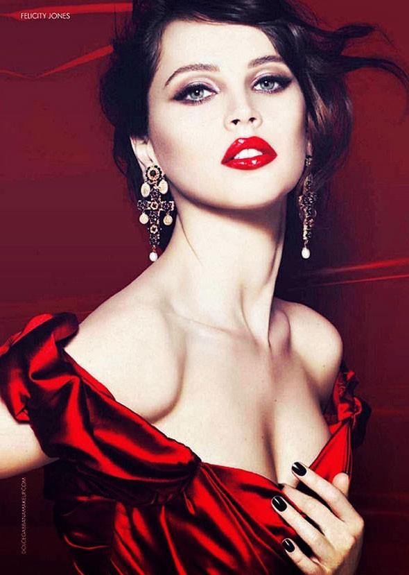 Felicity Jones, égérie pour la dernière gamme de maquillage Dolce&Gabanna
