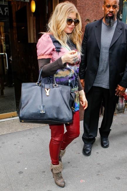 Fergie : retour à un look bling bling pour la future maman !