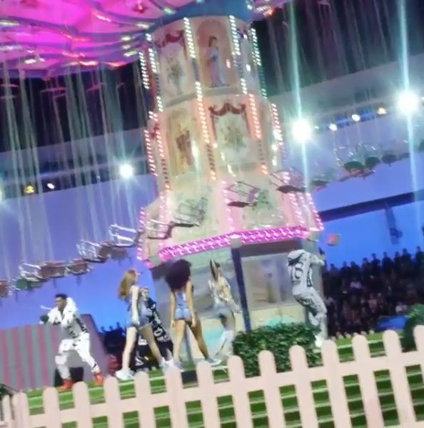 Fergie : elle fait le show au défilé Philipp Plein et c'est incroyable !