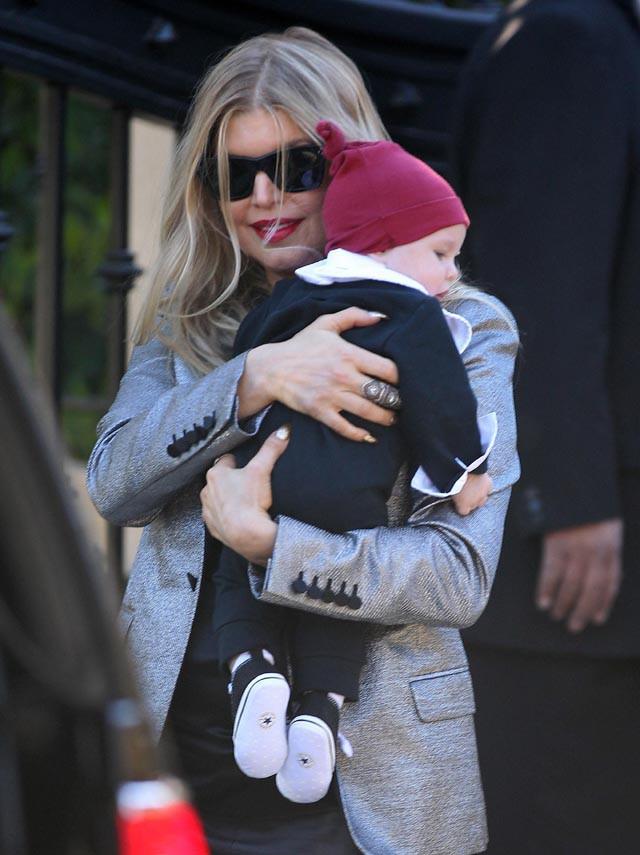 Fergie et Josh Duhamel avec leur fils Axl pour un déjeuner de Noël en famille à Los Angeles le 25 décembre 2013