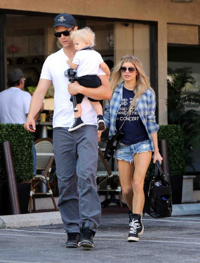 Fergie : maman tout en muscles aux côtés de ses deux hommes !